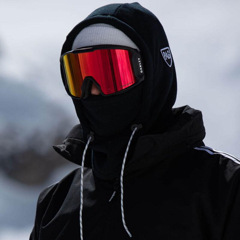 Portrait cagoule hooded noir